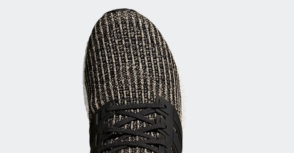 Thân giày Ultraboost thật sử dụng công nghệ primeknit với các lỗ thoát hơi hình tròn. Kích thước lỗ nhỏ, bề mặt thân dệt không mối.