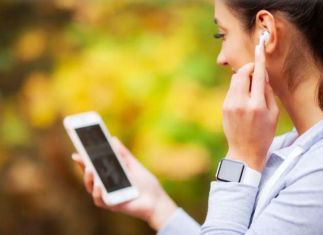 Nghe nhạc tạo động lực để đi bộ giảm cân