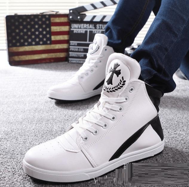 Cá tính, thời thượng cùng giày thể thao màu trắng cổ cao