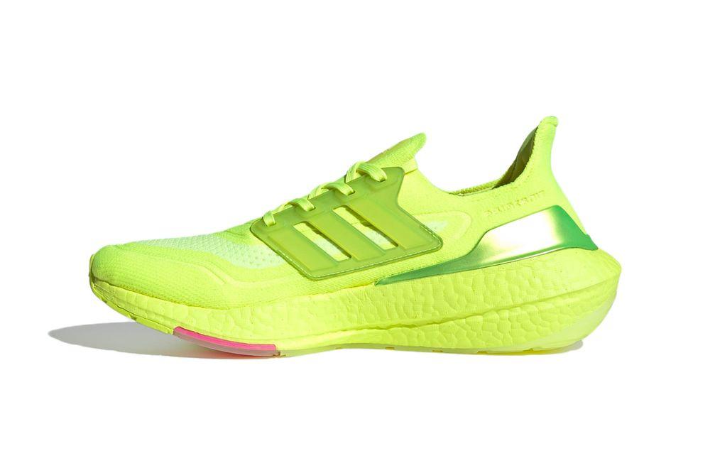 giày thể thao Adidas UltraBOOST mới