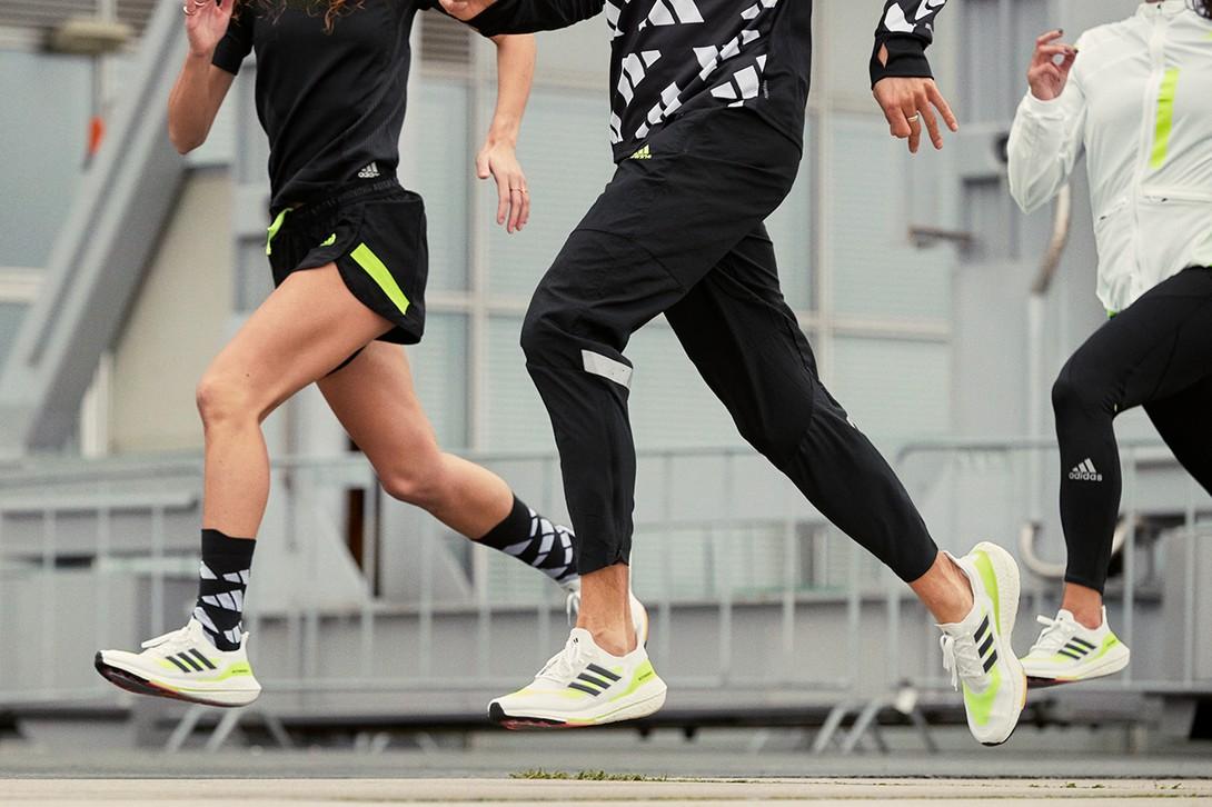 giày chạy bộ Adidas