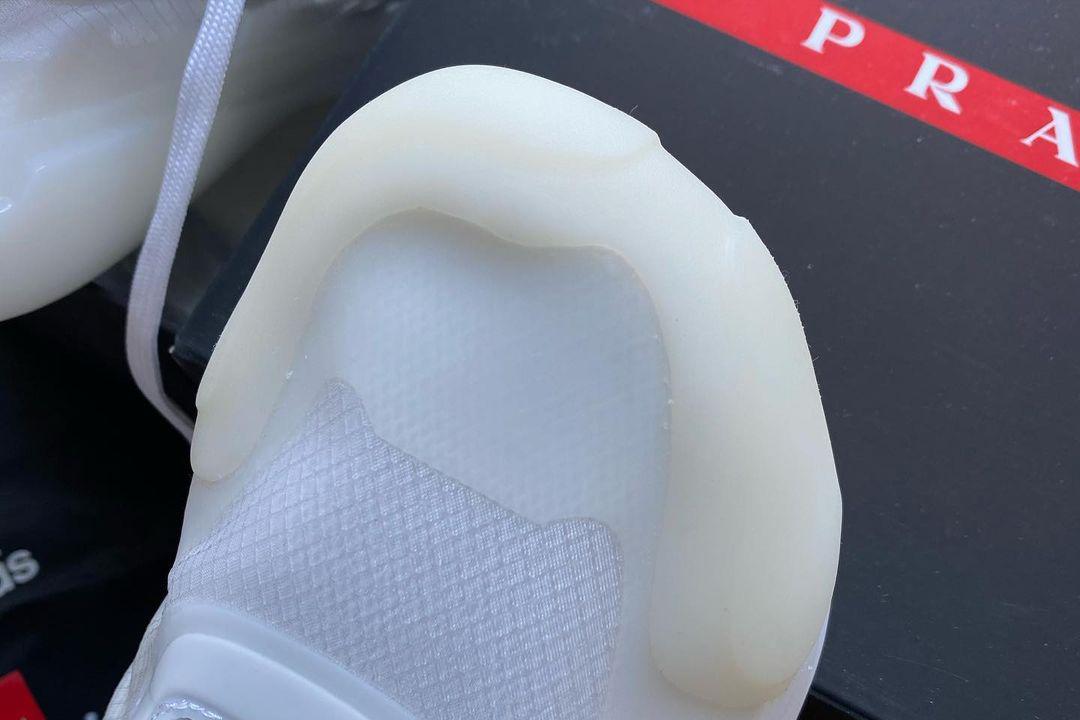 Hình ảnh này chưa có thuộc tính alt; tên tệp của nó là sean-wotherspoon-prada-adidas-4.jpg